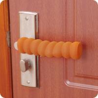 Накладка для дверных ручек от детей дерево